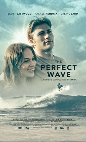 imagem capa A Onda Perfeita - homem e mulher abraçados olhando para frente, mar, homem surfando e céu com nuvens e sol